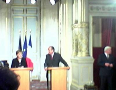 1st_visit_merkel_to_chirac_23.11.2005_elysee__agg_questionreply_b_400
