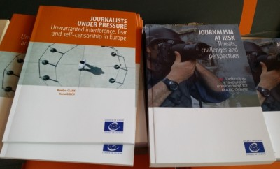 2_coes_landmark_books__journalists_at_risk__under_pressure_20152016_eurofora_2019_400