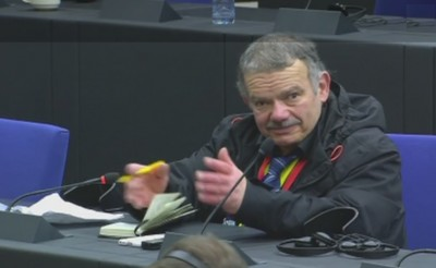 agg_question_on_assange_in_eu_parliaments_press_conference_ebs__eurofora_screenshot_400