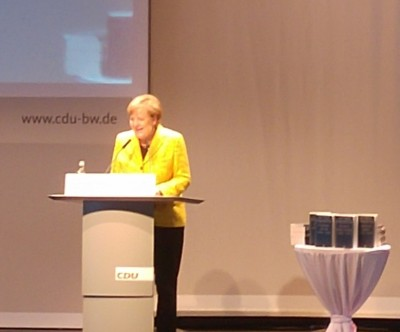 amerkel_speaks_in_offenburg_with_her_gift_to_wschuble_eurofora_400