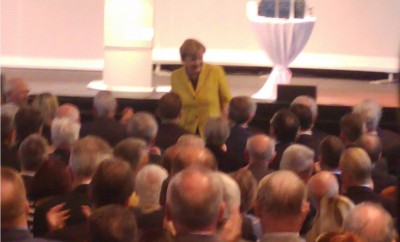 angie_merkel_among_the_people_schauble__juncker_aniversary_meeting_offenburg_eurofora_400