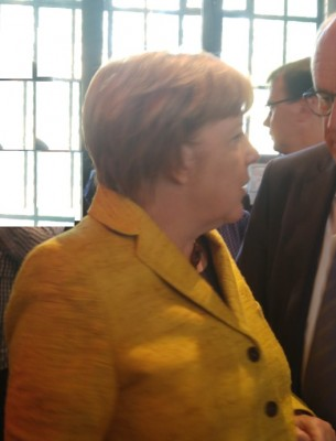 angie_merkel_in_front_of_agg_suite_b_eurofora_400
