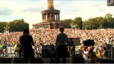 berlin_rally_29.8.2020_5___rfkennedy__more__people_kenfm_video__eurofora_screenshot_400