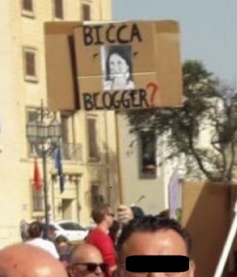 cclib_thugs_versus_daphne__bicca_blogger_placard_eurofora_400