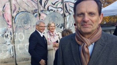 coe_president_french_ambassador_mattei_with_german_amb_rda_rescapee_at_berlin_wall_in_echr__agg_eurofora_400