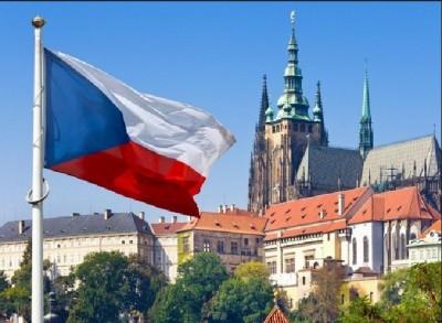 czech_flag__prague_castle_pininterest__eurofora_400