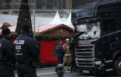 deadly_truck__berlins_massacre_at_christmas_market_400