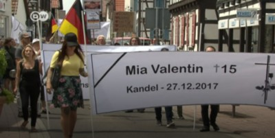 demonstration_in_germany_for_the_murder_of_a_girl_in_kandel_rhinelandpalatinate_400