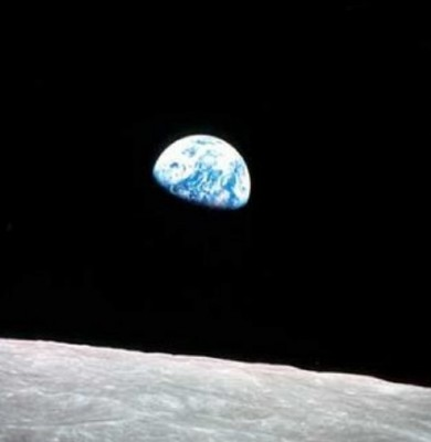earthrise_seen_from_the_moon_400