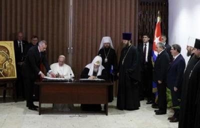 ecumenical_cuba_delaration_signing_400