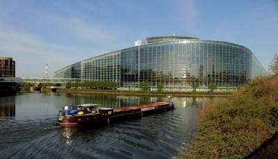 eu_parliament_strasbourg_riverside_boat_patrick_bracker_for_eurofora_400