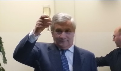 eu_parliaments_president_tajani_shares_a_toast_with_journalists_for_2019_on_press_freedom_eurofora_400