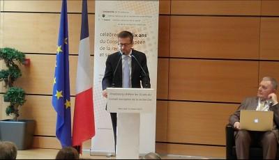 eu_science_commissioner_moeda__ecr_president_eurofora_400_01