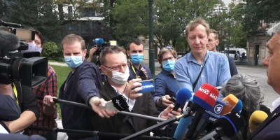 eu_summit__viktor_orban_journalists_euc_video__euroforascreenshot_400_02