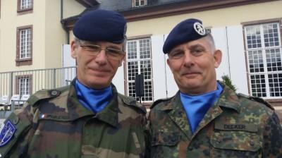 eurocorps_2_press_services_successive_chiefs_colonels_pfau__decker_ingoingoutgoing_with_eurofora_on_press_conferences_details_400