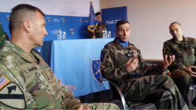 eurocorps__nato_commanders_agg_in_press_conf_eurofora_400
