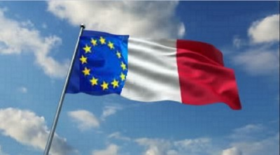 fillon_invents_new_french_flag_with_eu_stars_eurofora_400