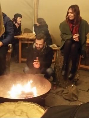 finlands_village_in_strasbourg_chrismas_market_offers_also_camp_fire_shelter_eurofora_400