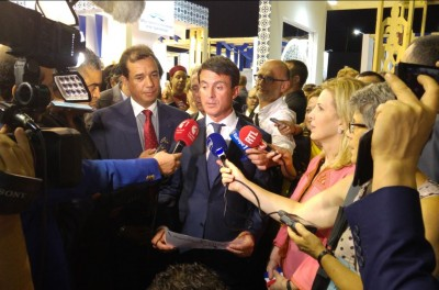 fra_pm_valls__tunisia_cg_trabelsi__in_front_of_agg_eurofora__2016_stras_eufair_surrounded_by_js_400