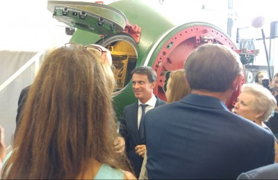 french_prime_minister_valls_radiant_after_visiting_a_russian_space_rocket_capsule_at_isu_400