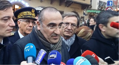 french_v.minister_nunez_speaking_to_journalists_including_eurofora_400_01