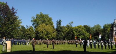 head_of_ceremony_french_army_leader_gives_commander_of_honour_legion_to_retiring_eurocorps_chief_eurofora_400