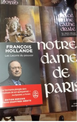hollande_books_extended_reedition__notre_dame_de_paris_eurofora_400