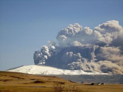 iceland_volcano_eruption_400