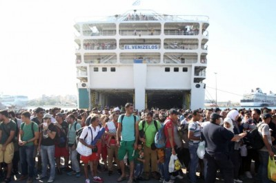 imi_vazelinos_ship_brings_thousands_of_mass_irregular_immigrants_from_turkeys_borders_to_pireas_400