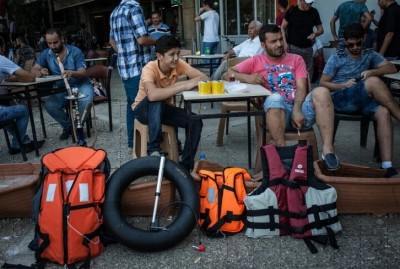 imi_waiting_for_turkish_smugglers_at_the_turkish_coast_facing_the_greek_islands_400
