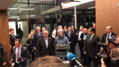 juncker_welcoming_may_at_eu_parliament_in_strasbourg_per_bang_thomsen_for_eurofora_400