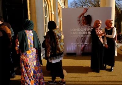 londons_1st_muslim_fashion_show_2017_400