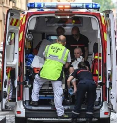 lyon_attack_wounded_victim_samu_400