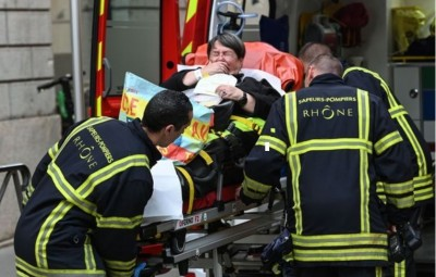 lyon_attentat_wounded_cry_400_01