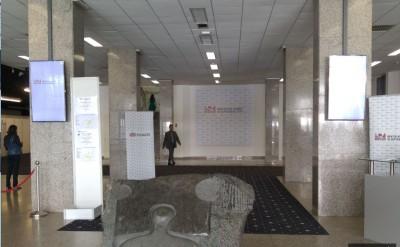 main_entrance_to_bratislava_summits_pressroom_400_01