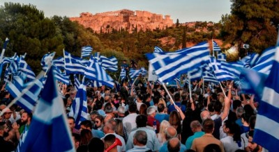 mainstream_rights_people_celebrate_electoral_victory_in_athens_cnnef_400