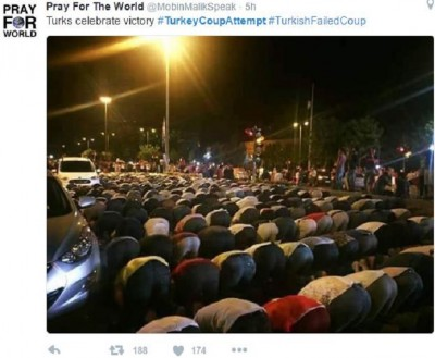 mass_street_muslim_prayers_to_celebrate_the_crash_of_a_secular_coup_attempt_by_erdogans_fans_400