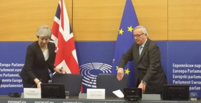 may__juncker_take_seats_in_new_strasbourg_legal_mechanism_eurofora_400_01