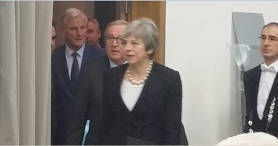 may__juncker_togzther_with_eu_brexit_negocitor_barnier_eurofora_400