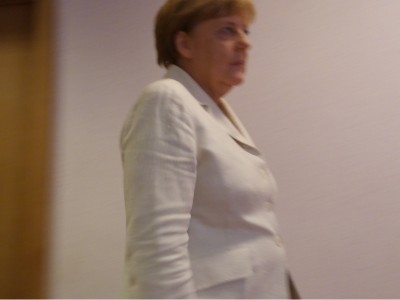 merkel_looking_straight_ahead__eurofora_400