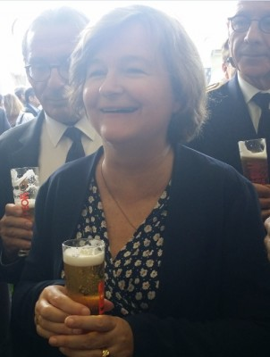 new_french_minister_loiseau_enjoying_her_beer_eurofora_400