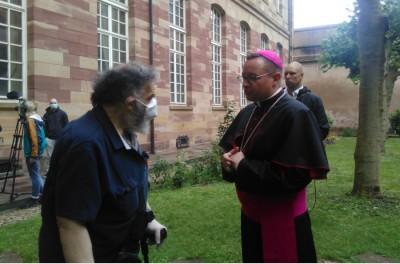 new_strasbourg_auxiliary_bishop_reithinger_speaking_with_agg_zleurofora_400
