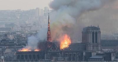 notre_dame_de_paris_burning_400