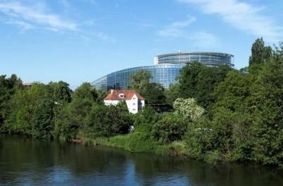 pbracker_for_eurofora_eparliament_via_family_home_gardens_river_400