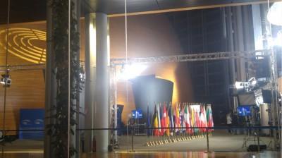 pe_interior_tvflags_eurofora_400