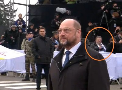 pe_schulz__agg_waiting_for_pope_400