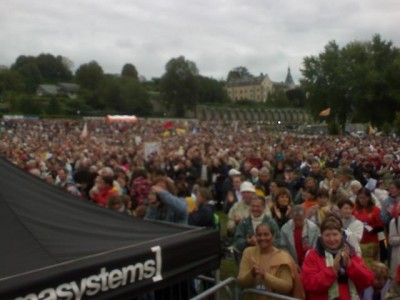 people_at_open_air_mass_at_lourdes_field_400