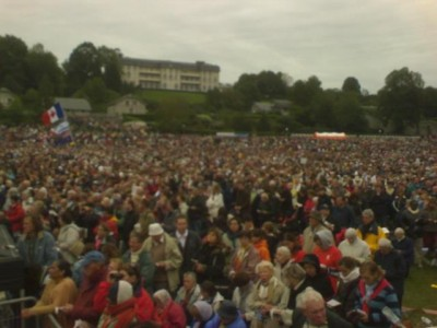 people_at_open_air_mass_wait_for_pope_benedict_lourdes_field_facing_french_bishop_s_synod_where_crucial_decisions_on_bioethics_are_to_be_taken_on_november_400