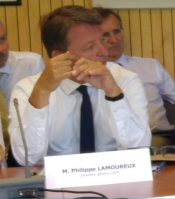 philippe_lamoureux_at_isu_meeting_with_fra_pm_400