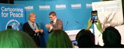 plantu__award_by_ge_president_rotner_eurofora_400